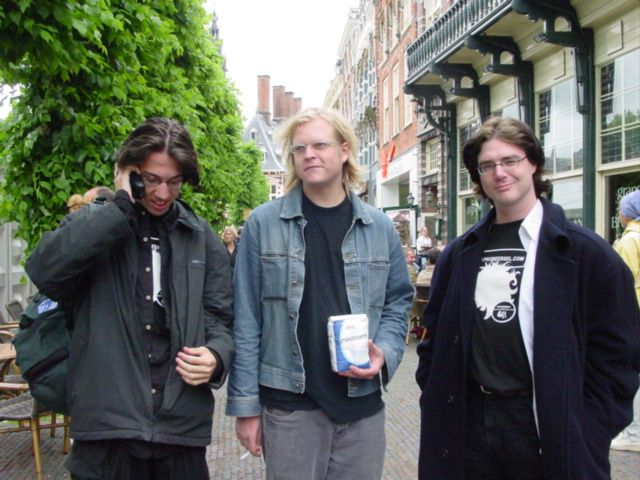 Gregory, Bandirah, the bag of flower, and René pose for the Kleppiefotograaf